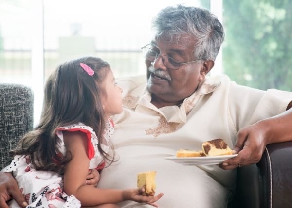 Grandfather and grandaughter eating cake_Image_600x429