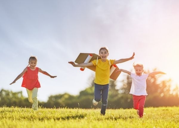 Kids playing in field_Image_600x429